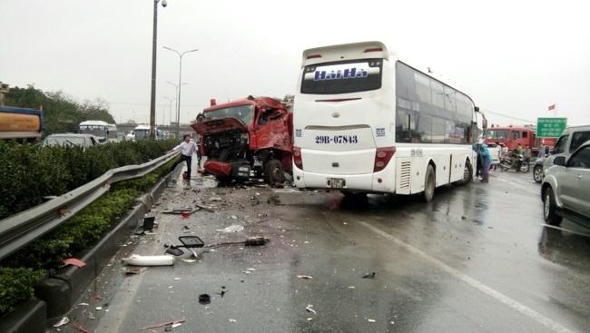 Giám đốc Cảnh sát PCCC nói gì về vụ xe cứu hỏa bị tông trên cao tốc? - 2